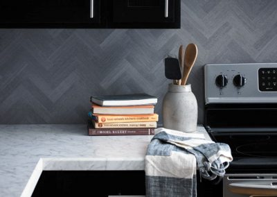 52 6696 Carrara Bianco 9311 Silver Oak Herringbone